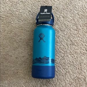 Hydroflask limited edition escape 32oz blue waves